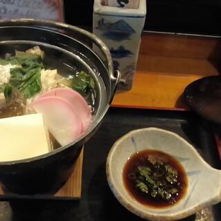 くつろぎ亭ひこべえ  - 料理写真:カワハギ鍋 770円