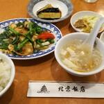 158270109 - ランチ、鶏肉と空心菜の炒め