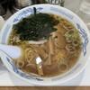 上海楼 - 料理写真:ラーメン。麺は細麺。スープは見た目よりパンチある。ワカメ、メンマの量が多いのも良き。
