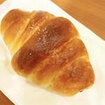トリュフベーカリー - 白トリュフの塩パン