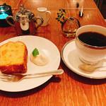 158294310 - パウンドケーキ(ココナッツとパイン?)とホイップクリームに自家焙煎コーヒー