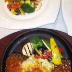 15830212 - サーロインステーキとチーズハンバーグ