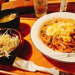 158302701 - スパゲッティ キムチ(¥800)。                       こちらで食事メニューは久しぶり!