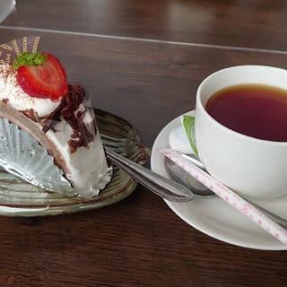 ケーキとパンのお店 イナダ - 料理写真: