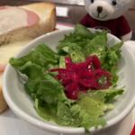158314318 - グリーンリーフに赤キャベツのサラダが付きます