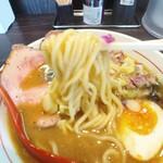 水輝 - 太麺にスープがよく絡む