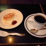 チーズスフレ+ キリマンジェロのセット (¥500)