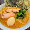 横浜らーめん寿三家 - 料理写真:六角家イズム ライト豚骨ラーメン のり+玉子(大盛り)