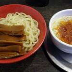 勢拉 - つけ麺(冷、中盛、ネギ増し)・極太黒メンマトッピング・胡椒、一味唐辛子、ラー油、おろしニンニクいっぱい