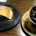 フレッシュコーヒーナンバーワン 珈琲創房 自由人 - 水出しコーヒーとベイグドチーズケーキのセット