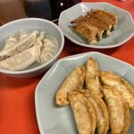 宇都宮みんみん - 焼き餃子は2個食べてしまってますが、3種勢揃い