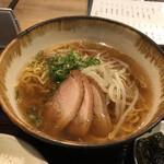 ごはんや燁 - 料理写真:和風ラーメン 鴨ロースが乗っています