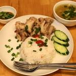 プアンタイ - 2012.11 カオマンガイ(1,200円)蒸し鶏焚きご飯