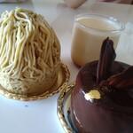 レゼルブランシュ - 料理写真:モンブランとプリンとチョコのケーキ