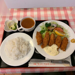 キッチンスズキ - 料理写真:カキフライ 1,090円 ライス大盛り+50円?