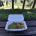 にこにこひろば - 料理写真:山古志咖喱とそぼろ丼のハーフ&ハーフ(税込み700円)