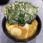 家系総本山 吉村家 - ラーメン730円麺硬め。海苔増し50円×2。
