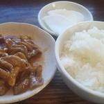 15841027 - Bラーメンセット900円の小もつ&半ライス&つけもの(2012年11月)