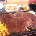 じゅうじゅう - 料理写真:ハンバーグ&カットソーステーキ定食(ステーキ増量)