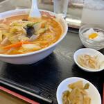 鴻運来 - 料理写真:四川風辛子入り刀削麺¥800