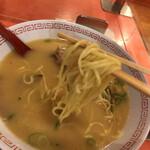 金龍ラーメン - 麺リフト\(//∇//)\