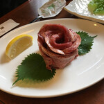 宮本屋 - 料理写真:松阪牛タン1760円。厚切りなタン元の部位で、なかなかの舌技♡だ。タンは松阪でも塩レモンが定番の味付けのようだ。
