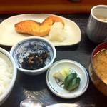 青田 - 焼鮭定食