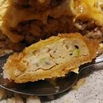 江戸屋 - 朝ボルガライスの豆腐カツの断面