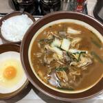 麺屋 天神 - 辛味噌ラーメン(中盛)(900円)+生タマゴ(100円)+無料半ライス