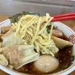 龍聖軒 - 中太の縮れ麺
