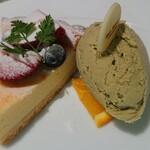 STAR JEWELRY CAFE & Chocolatier - オーガニックホワイトチョコレートのレモンチーズタルト好みの自家製ピスタチオジェラートを添えて