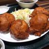 南京路 - 料理写真:唐揚げは拳のようなボール型のデカい物が4個。。。