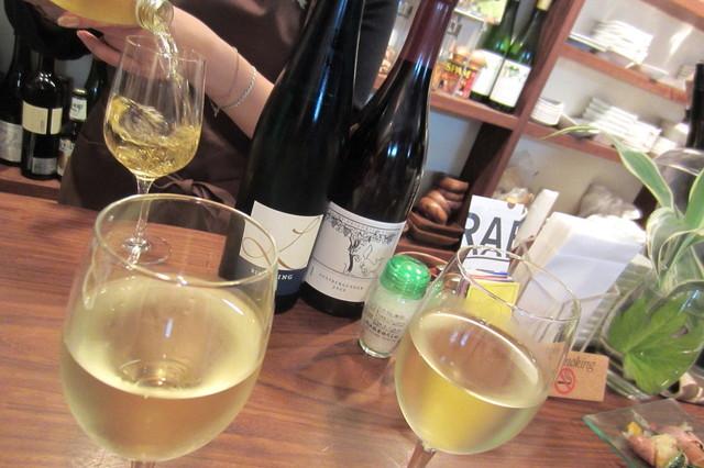 つばめ食堂 - リースリング=ドイツ白ワイン専門店。
