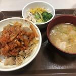 すき家 - キムチ豚丼、とん汁サラダセット