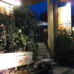 カスターニエ 軽井沢ローストチキン - 階段を上がって2階がお店
