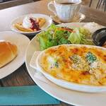 M's CAFE - 料理写真:平日限定週替わりランチ 今週(9/21・22・24)のランチは 『海老とブロッコリーのペンネグラタン』です  バターと小麦粉を丁寧に炒めて作った ホワイトソースのペンネグラタン。  パンorライス選べます。  ご来店お待ちしております。