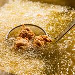 塩ザンギとお総菜 ひろちゃん - 1日2回油交換必須。新鮮油で雑味なし。
