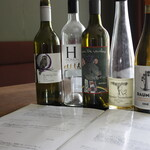 リール - 色々な国のグラスワイン、ボトルご用意しております