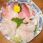 和食 魚佐次 - おまかせ刺身盛り合わせ