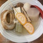 赤玉 本店 - 車麩、ふき、赤巻き、豆腐、大根、魚だんご、肉だんご、玉子