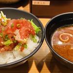 天下の台所大起水産 さしみと寿司の店 - ミニユッケ丼&赤だし♡ これだけでもランチにいいよね(*´ω`*)
