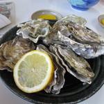 加福食堂 - お蕎麦の牡蠣が美味しかったんで焼き牡蠣を追加注文して皆でたべました。