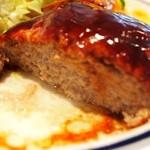 カリー軒 - ハンバーグは割ると中から肉汁が溢れて出てくる