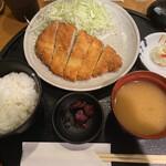 とんかつの藤 - ランチA(720円)ご飯・キャベツ・味噌汁おかわり時給