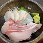 Kitanadagyokyouchokusou toretateshokudou - 鯛とブリの刺身