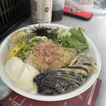 うどん匠人 岡本 - 自家製豆腐と野菜天のぶっかけ