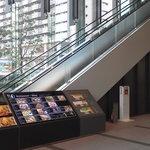 15859866 - 201211 はなたれ エレベーターで2階へ!
