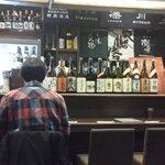 魚と酒 はなたれ - 201211 はなたれ 入口近くのテーブル席に座りました!カウンターが見えます(゜o゜)