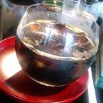 1586314 - 真ん丸のグラスに入った涼しげな、空のアイスコーヒー