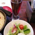スペインバル ElceloUno - ランチには飲み物とミニサラダがつきます。